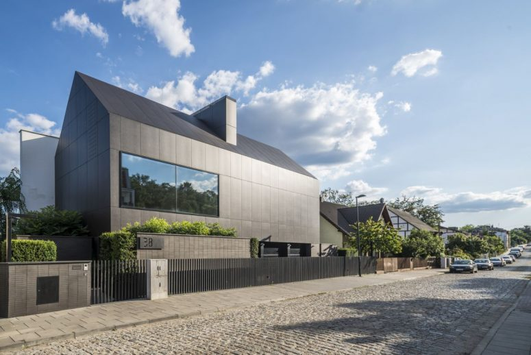 The roadside part of the house shows off a minimalist black exterior