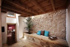 03 The house is built of local materials like wood and stone, with skylights to refresh the spaces