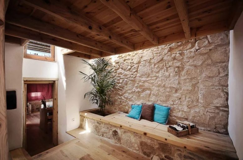 The house is built of local materials like wood and stone, with skylights to refresh the spaces