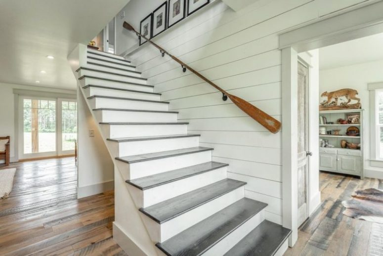 The staircase is simple and there's an oar railing, which is cool