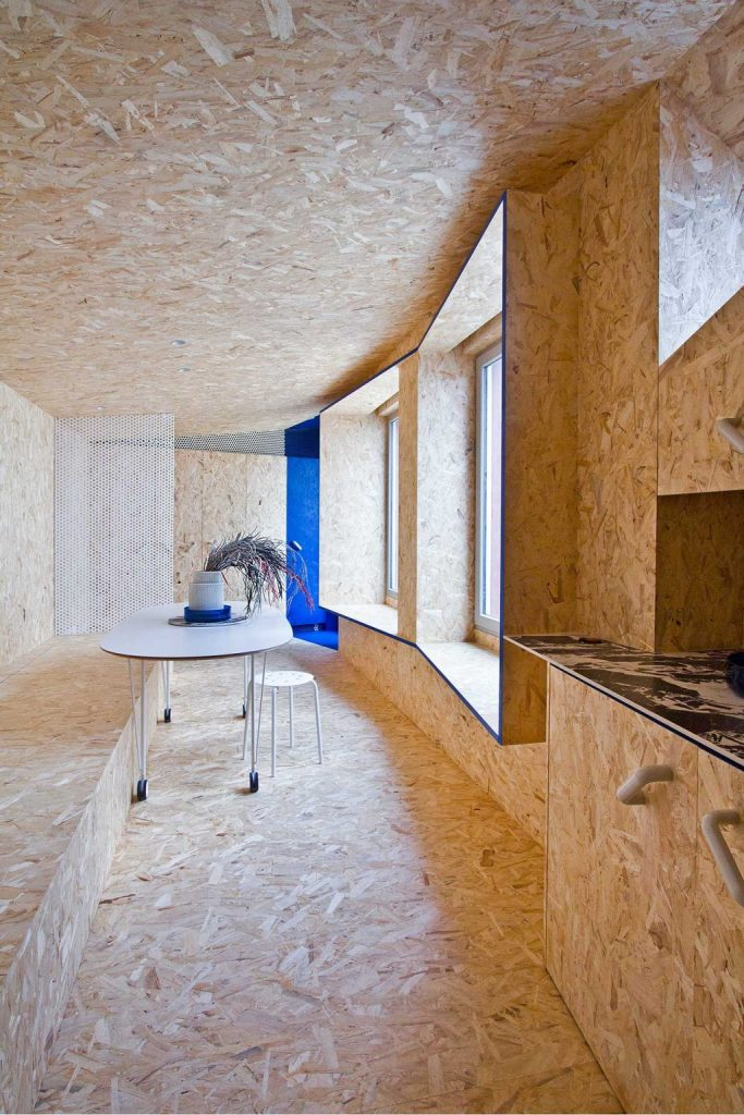 Inside the designer went for Warm OSB, a textural material that gives the space a cozy and warm feel