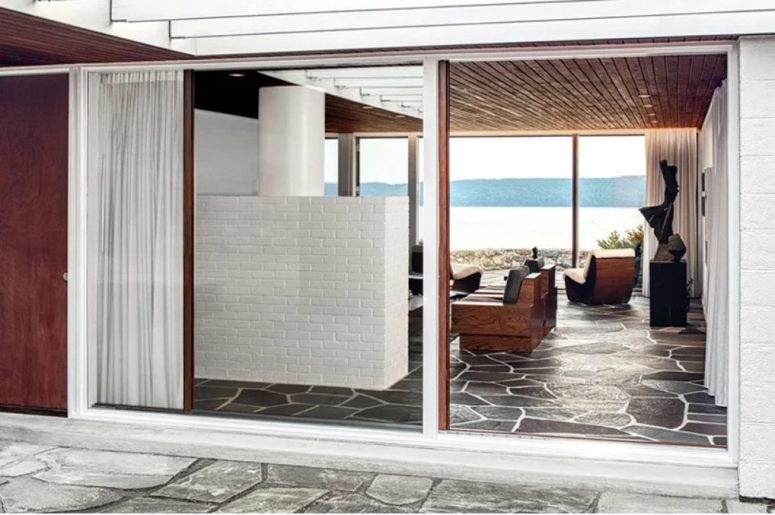 Indoors you may see lovely modernist furniture and thanks to glazings, all the spaces can be opened to outdoors anytime