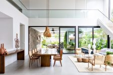 05 The indoor spaces continue outdoors, the owners just need to open sliding doors