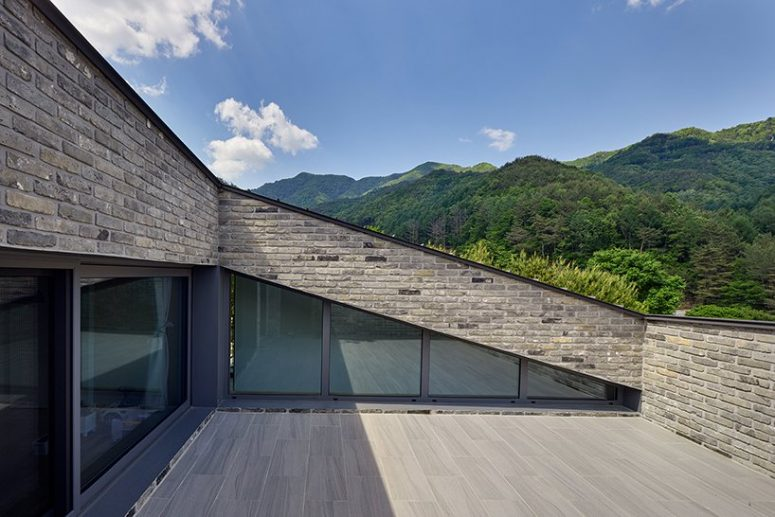 The top of the roof is a terrace that allows amazing views of the surroundings