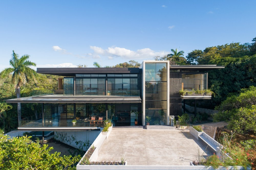 This amazing Costa Rica home is built with two horizontal floor planes plus a vertical volume and overlooks the ocean