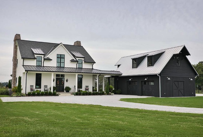 This modern white farmhouse looks very elegant and very welcoming