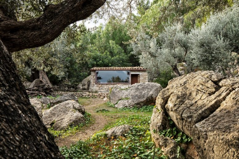 Off-Grid Olive House In Mallorca Mountains