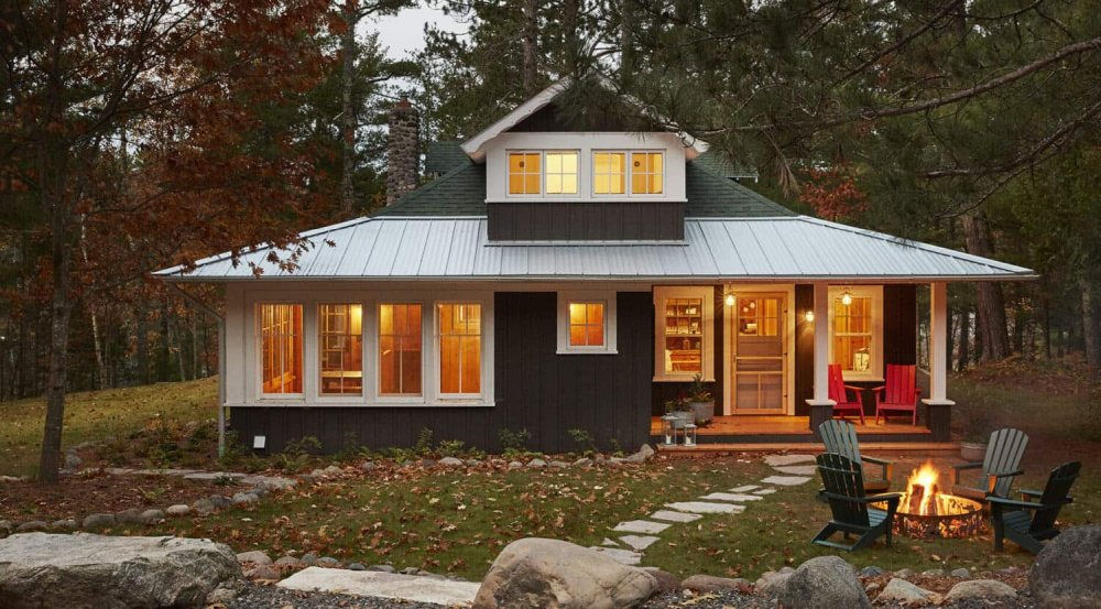 This rustic cabin is a stylish getaway home for a family right in the woods