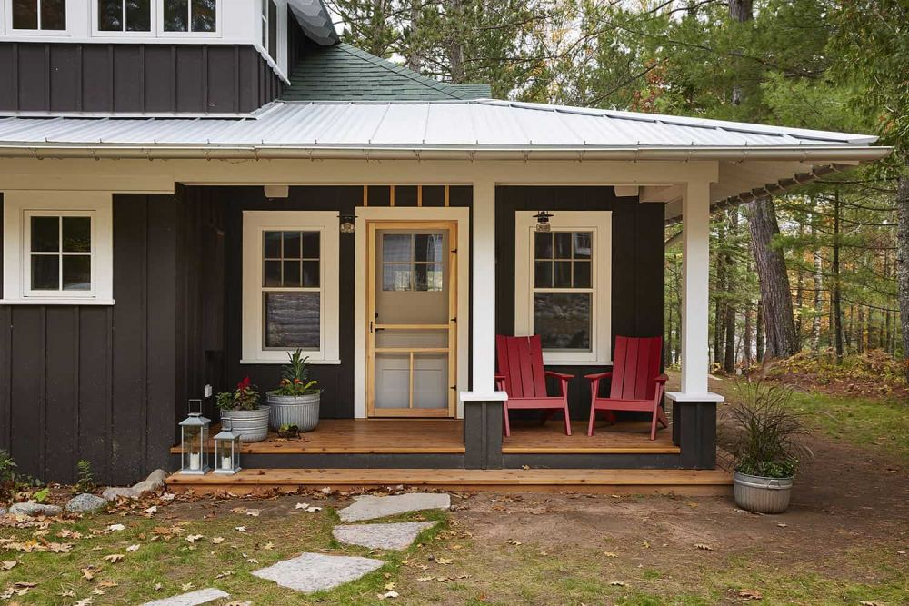 Coziness starts already outside, look at this wonderul porch