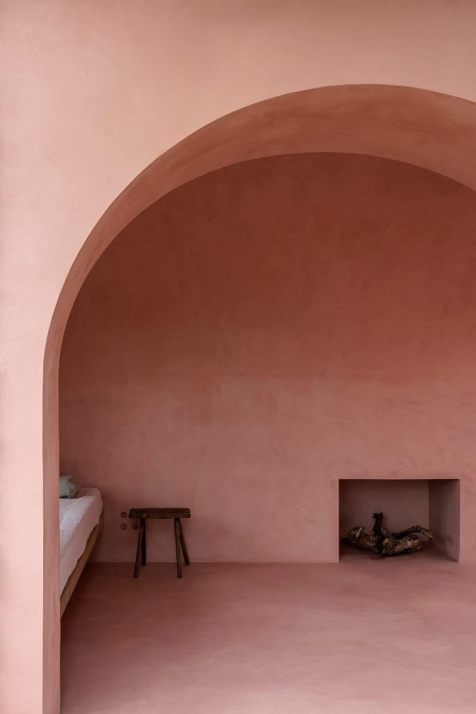 The interiors are rather minimal, everything here is covered with red stucco and the furniture is very simple