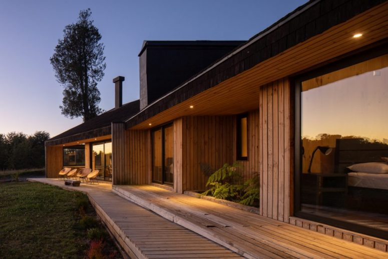 The bedrooms are placed in a line and are extended outside via a semi-covered wooden deck