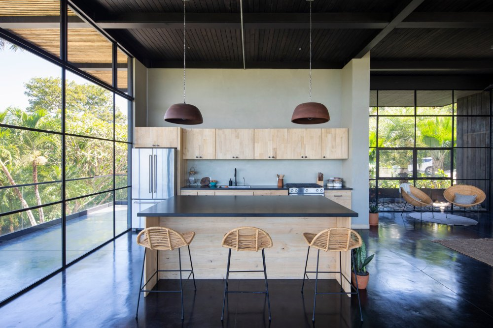 dark countertops for a dramatic effect on a kitchen