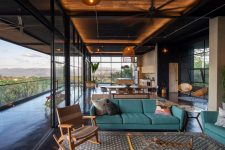 05 The social area is also here, done with elegant mid-century modern furniture and woven chairs