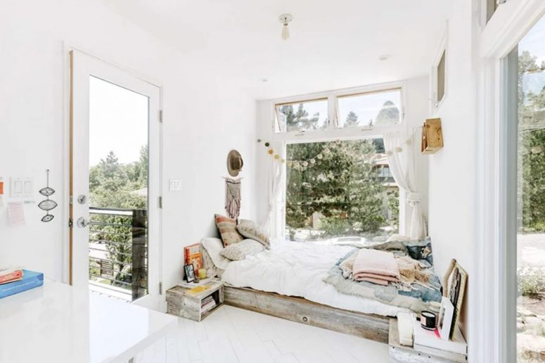 This bedroom also features cool views and an entrance to the terrace, the space is very boho
