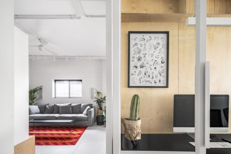 small spaces relies on texture and bold colors