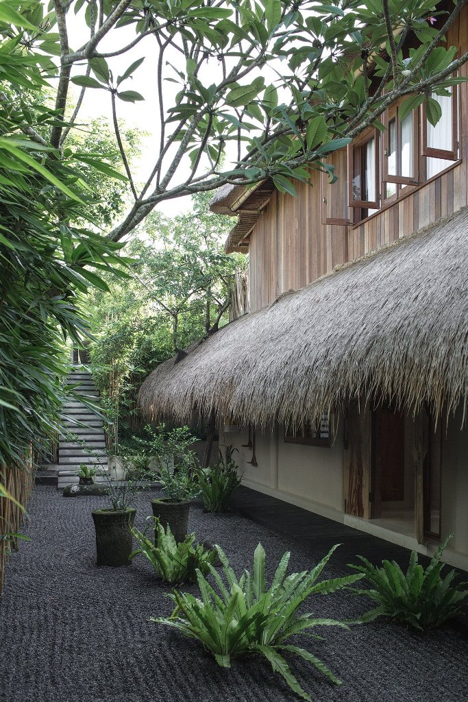 100-Year-Old Balinese House Turned Into A Zen Retreat