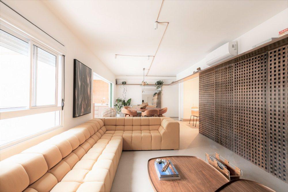 a neutral living room design