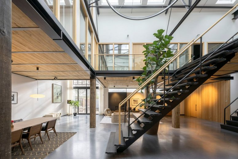 There are two levels and mostly a glazed roof that brings lots of natural light inside