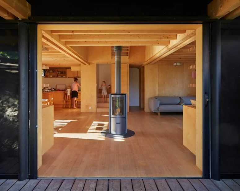 The main layout can be opened to outdoors with sliding doors, it inspires indoor-outdoor living