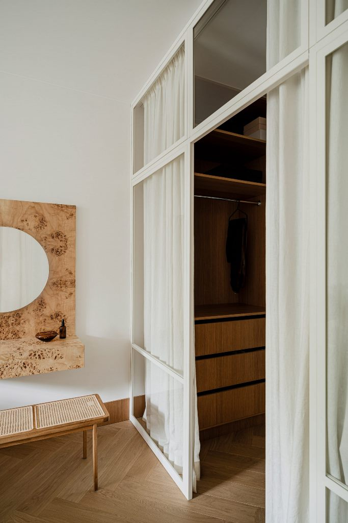 Burl wood has been used to make a distinctive vanity desk in the bedroom