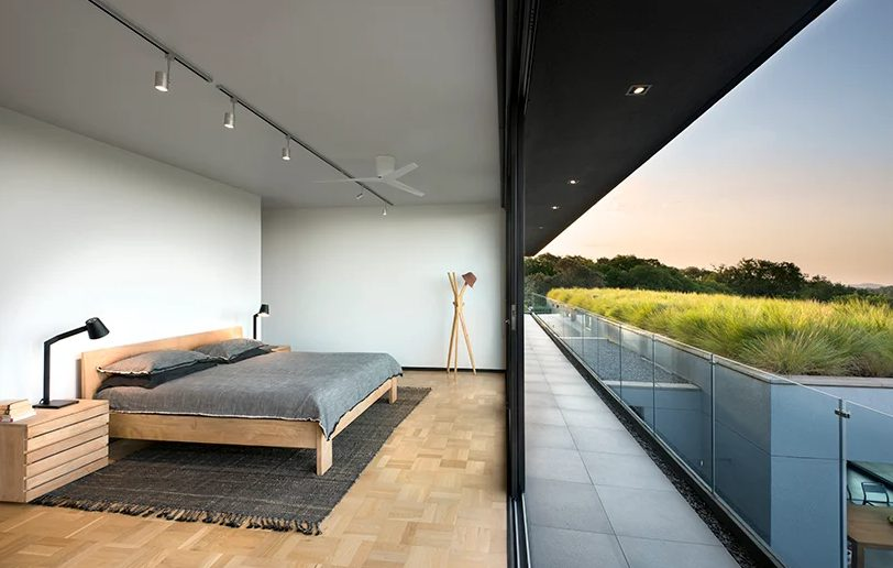 The bedroom decor is very laconic and simple, and it's focused towards to extended views
