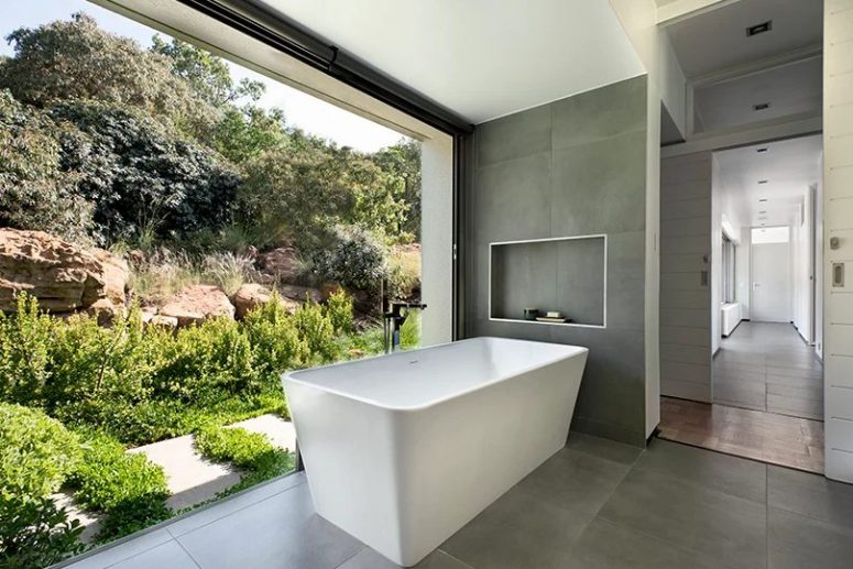 The bathroom can be opened to the courtyard for enjoying the views, green and rocky mountains