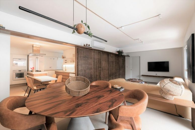 The wood adds a lot of warmth to this apartment along with other nature-inspired materials such as ceramic, granite and leather