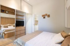 08 The bedroom shows off much hidden storage space, a comfy bed and some lights – who needs more in such a space