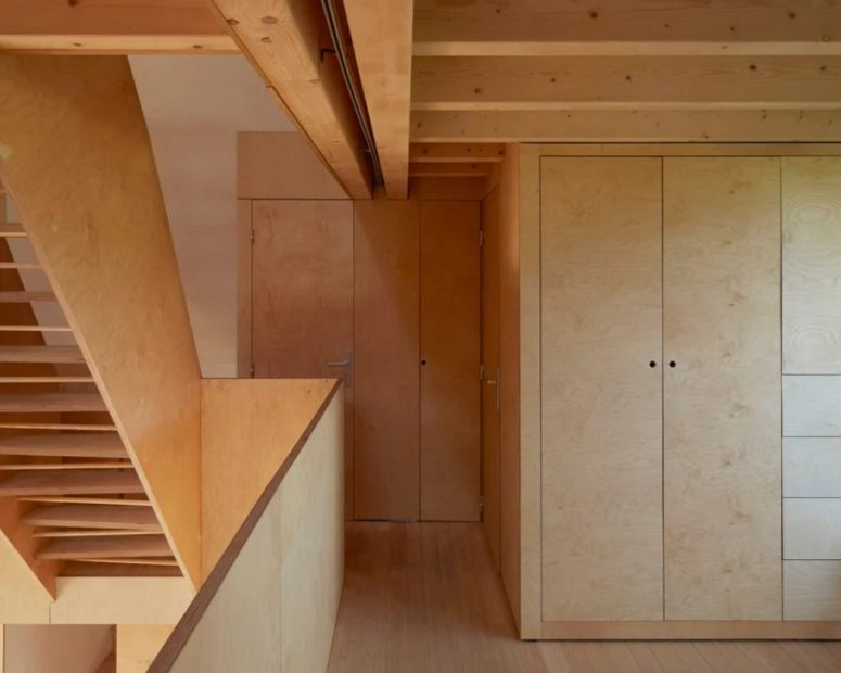 The storage is done with sleek plywood panels with no knobs at all