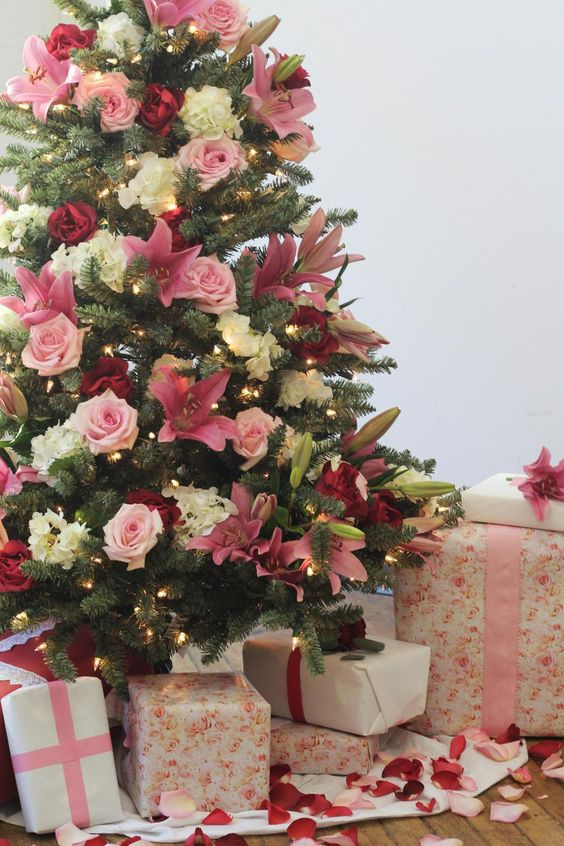 a lovely Christmas tree decorated with lights, white, pink and burgundy blooms is a very glam and cool option