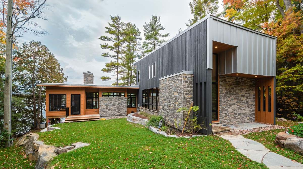 Contemporary Lake Cottage Done With Natural Materials