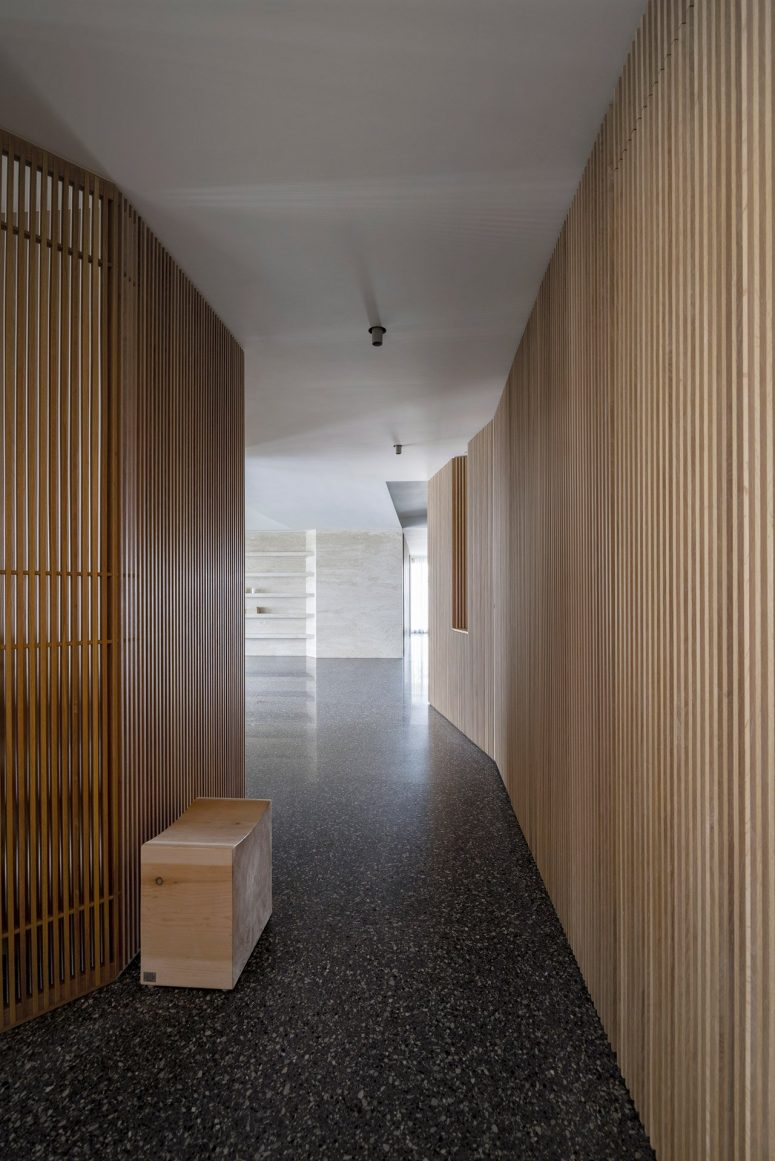 The aesthetic of the dwelling is minimalist, you may see a lot of sleek surfaces and airy spaces