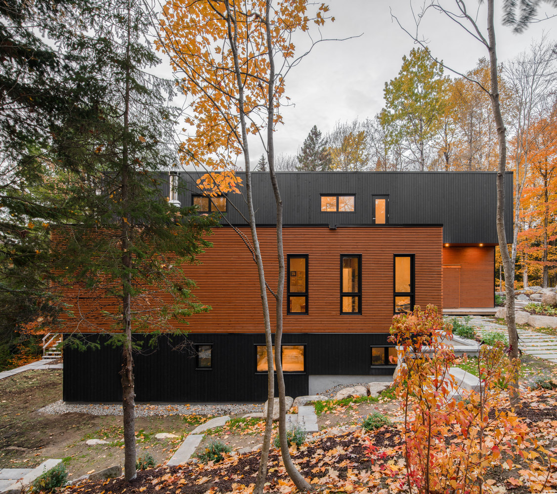 The color palette featured on the outside of the house allows it to blend into the woodland decor