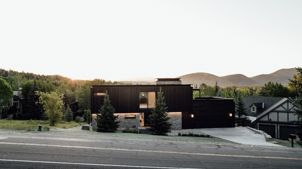 Contemporary Meadows Haus Clad With Blackened Wood