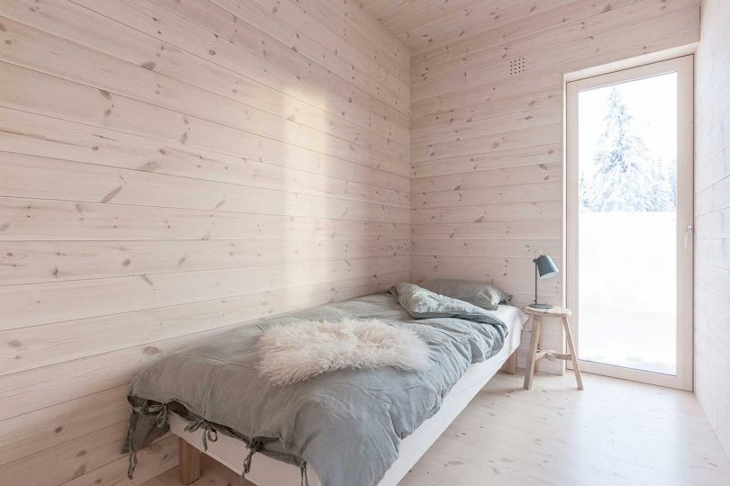 The bedrooms are also very laconic, with simple wooden furniture and green and white bedding