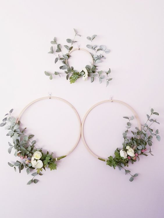 modern spring wreaths of hoops, with artificial greenery, white blooms and berries look cool and very fresh