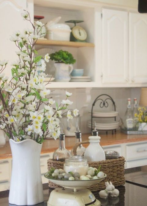 a simple white vase with faux white blooms is a simple and cool last minute centerpiece