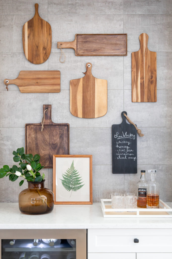 14 rustic kitchen wall decor done with mismatching cutting boards and a chalkboard one is amazing for any kitchen
