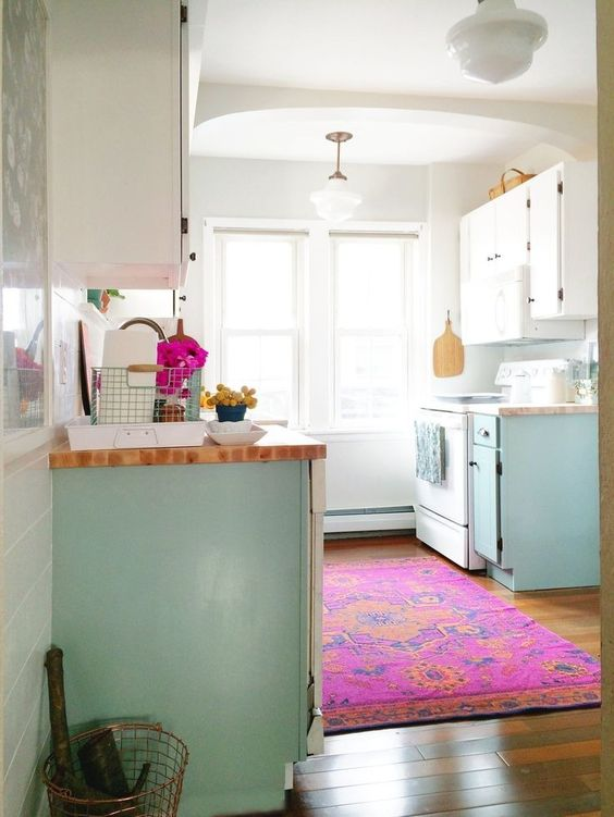 a lovely blue and white kitchen with a couple of hot pink touches - a towel and a printed rug is a gorgeous space to enjoy