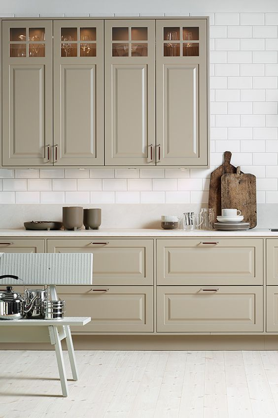 a cute kitchen design with subway tile backsplash