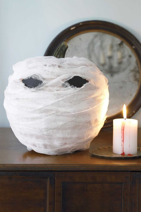 a mummy pumpkin is a very easy and cool Halloween decoration that doesn't require any carving or painting