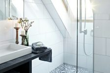 a skylight is made in the shower zone, so the privacy is kept and there's much light inside