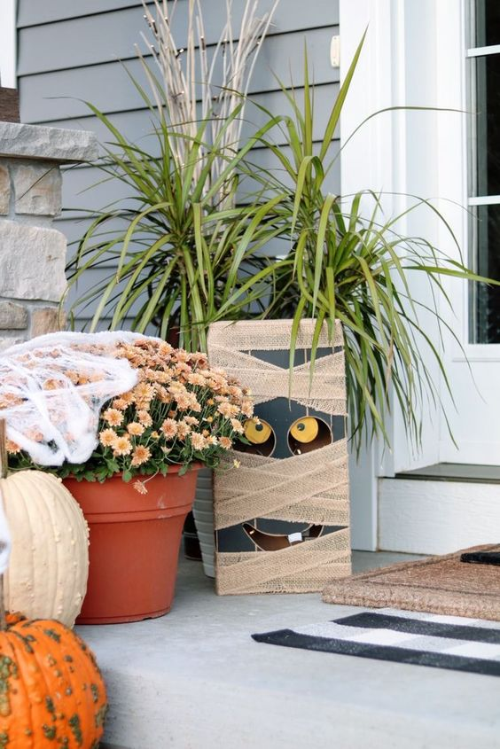 a wood block mummy is a pretty and easy Halloween decoration for both indoors and outdoors and it's easy to DIY