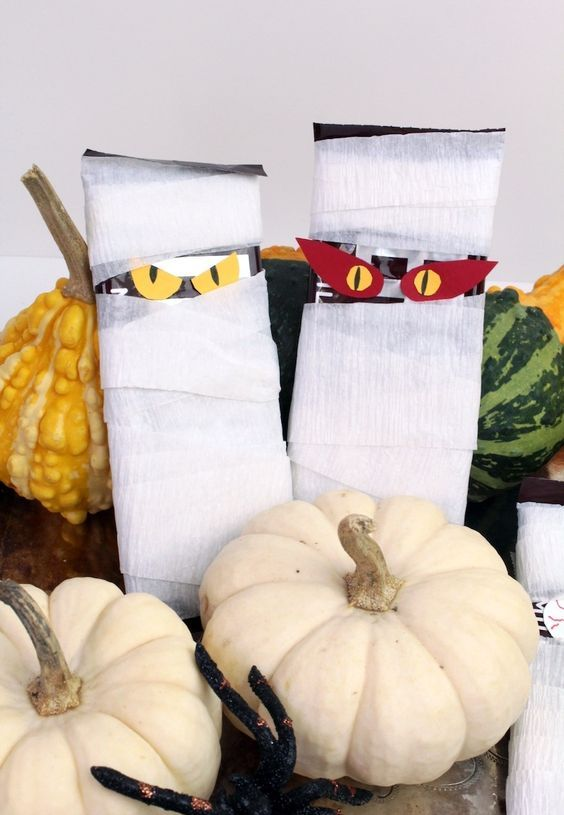 spooky Halloween block mummies is a cool idea to DIY for Halloween and are fun for a kids' party