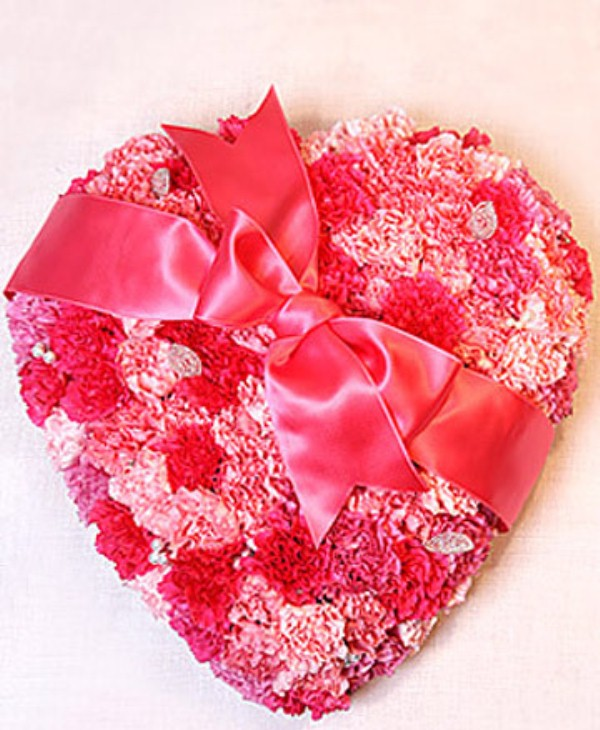 25 flower decoration ideas for valentine 39 s day digsdigs for Valentines day flower ideas