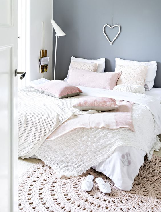 Awesome neutral bedding with blush touches