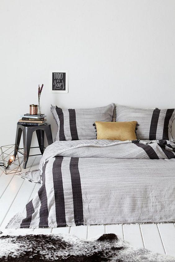 Good striped grey set