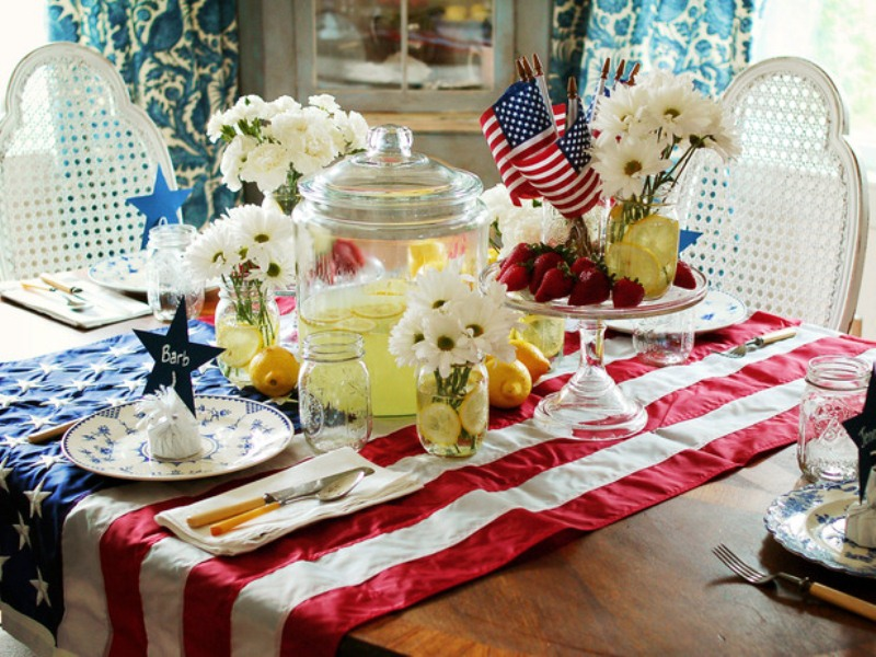13 cool ideas of 4th of july table decorations digsdigs for Decoration 4 july