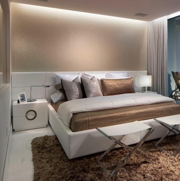 8 practical tips to visually expand a small bedroom digsdigs for Arredare mansarda camera da letto