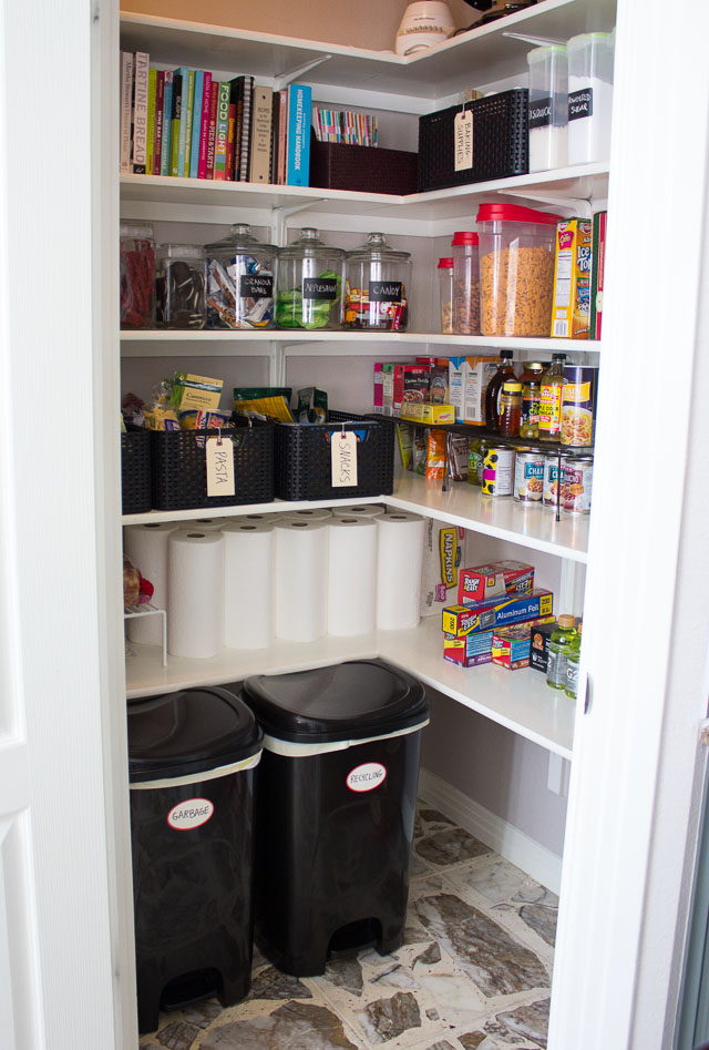 9 useful tips to organize your pantry digsdigs for Kitchen organization ideas